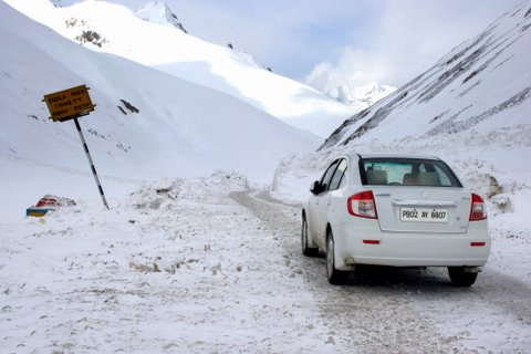 Snow clearing starts on roads to Ladakh