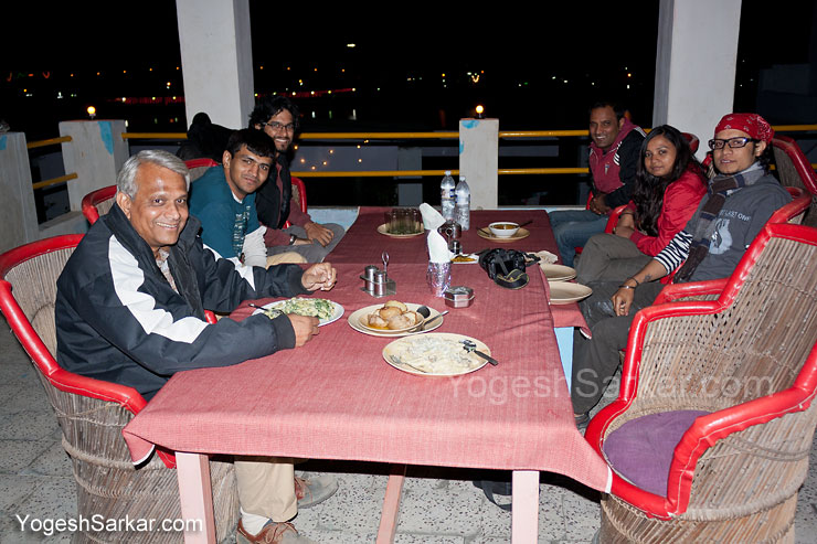 dinner-at-lake-view-hotel-rooftop-cafe