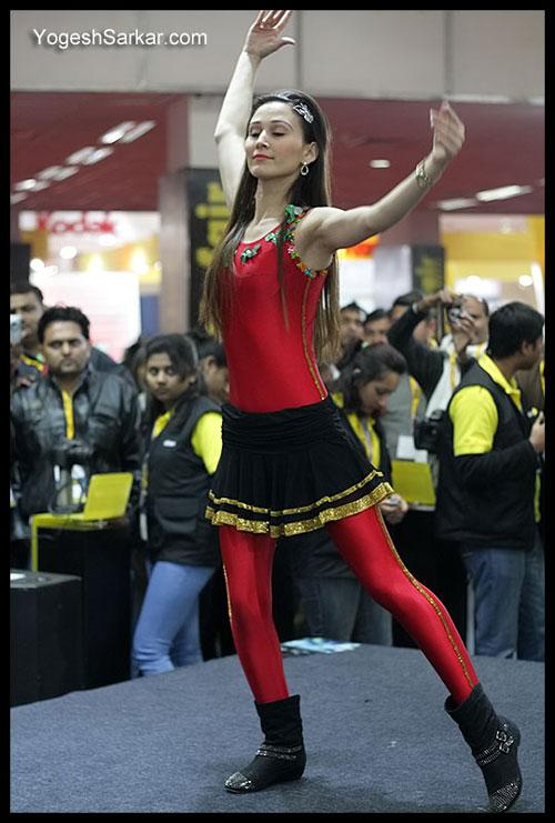 nikon hula hoop girl at photofair 2011