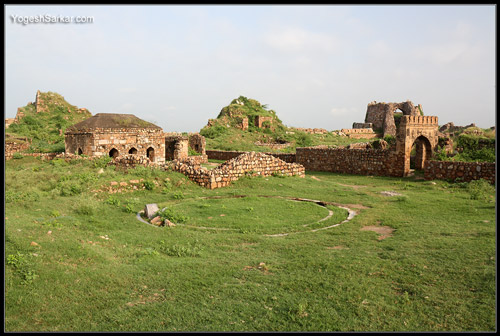 ruins-of-tughlaqabad