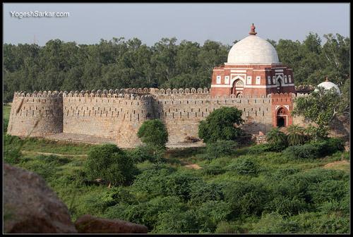 tomb-of-ghiyas-ud-din-tughluq