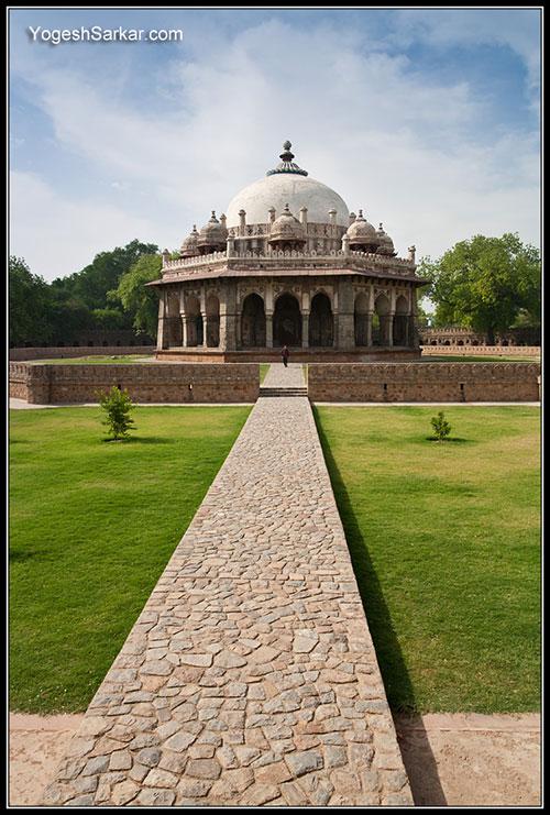 isa-khan-tomb