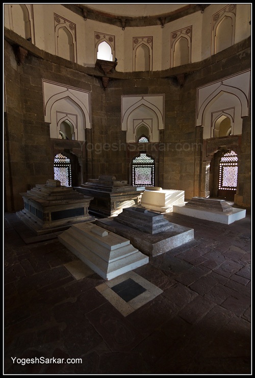 sarcophagus-isa-khan-niazi