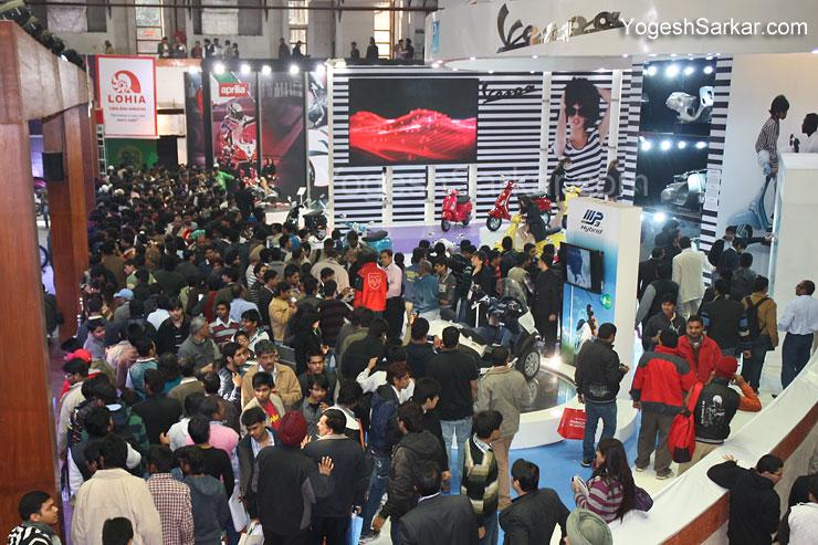auto-expo-crowd