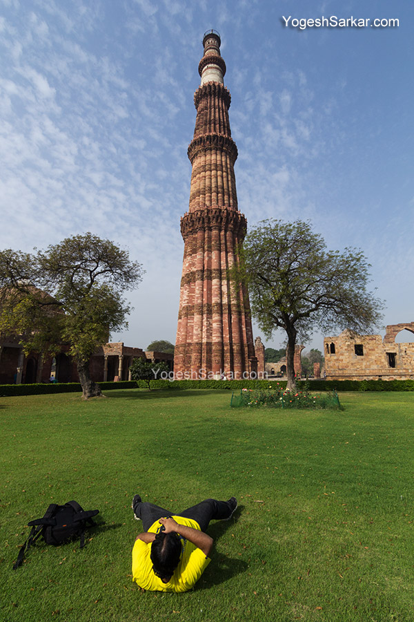 photographer-shooting-qutub-minar
