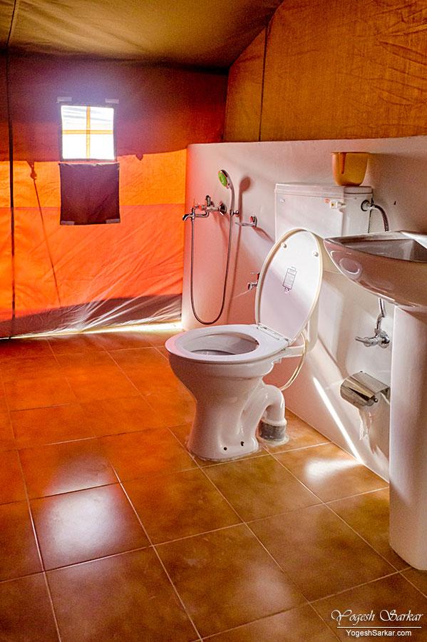 luxury-tent-bathroom