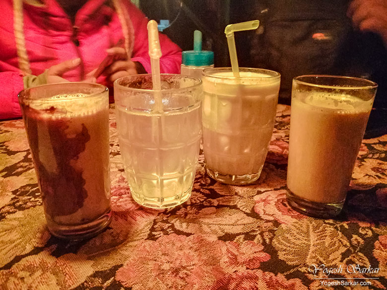drinks-at-evergreen-cafe-kasol