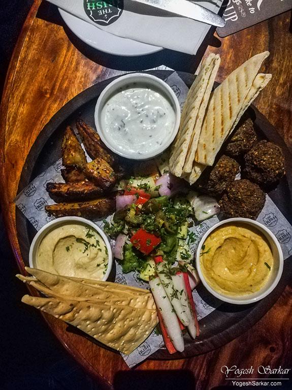 vegetarian-hummus-platter