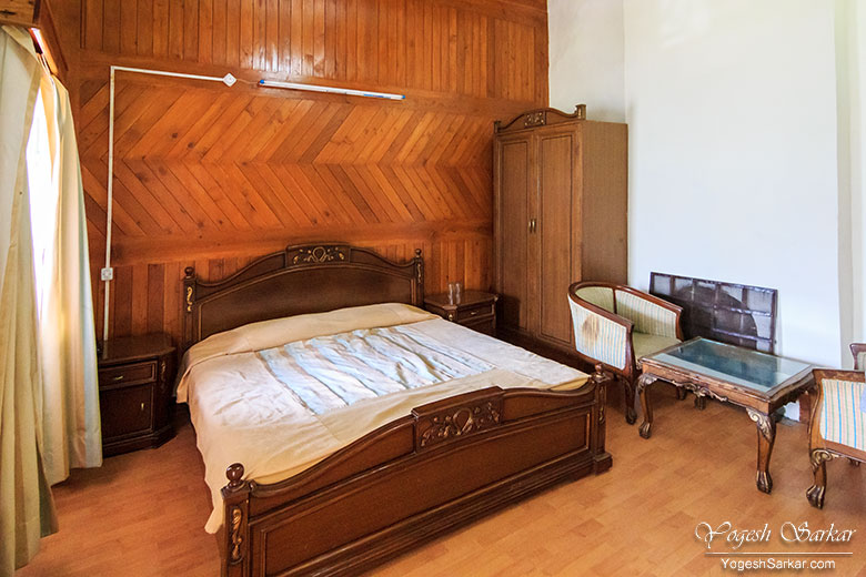 hptdc-naggar-castle-cozy-deluxe-room