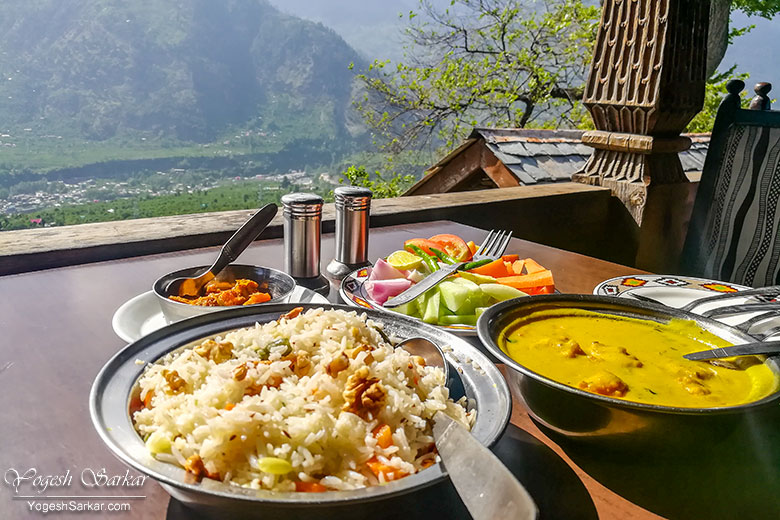 kangra kadi and himachali pulao at naggar castle